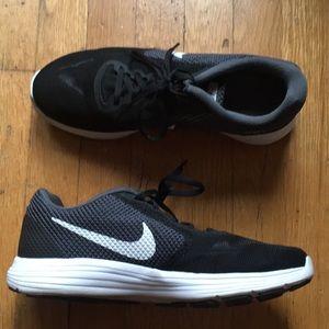 Like new! Men's Nike Revolution 3, size 9